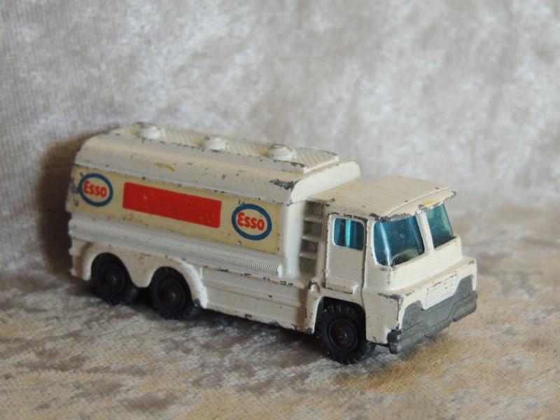 Husky Models Tanker Esso Great Britain - Vintage