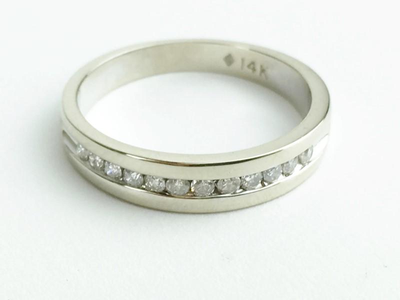 Diamond Wedding Band 12 Diamonds .24 Carat T.W. 14K White Gold 2.82g Size 5.5