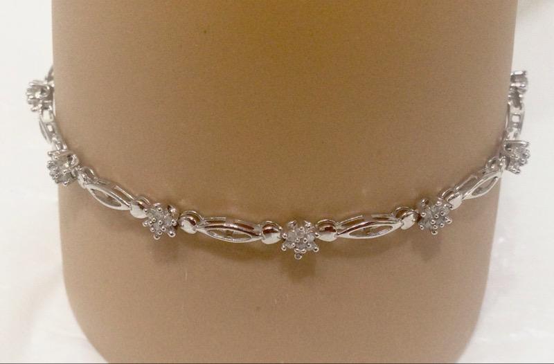 """7"""" 10K White Gold Floral Flower Inspired Diamond Cluster Bracelet"""