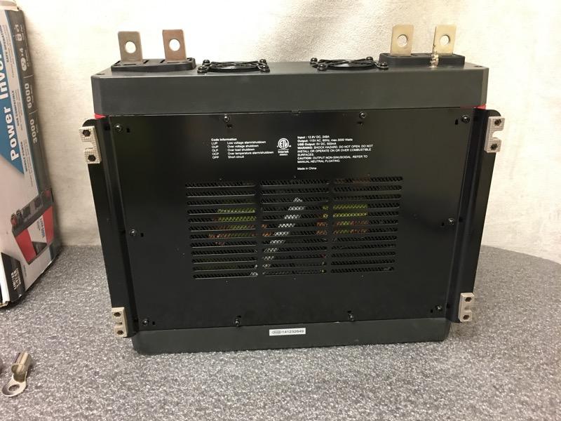 Digital power inverter : Traveller  watt digital power inverter in box