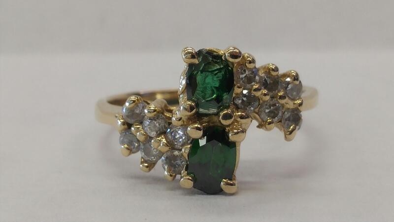 White Stone Lady's Stone Ring 10K Yellow Gold 2.4dwt Size:8.5