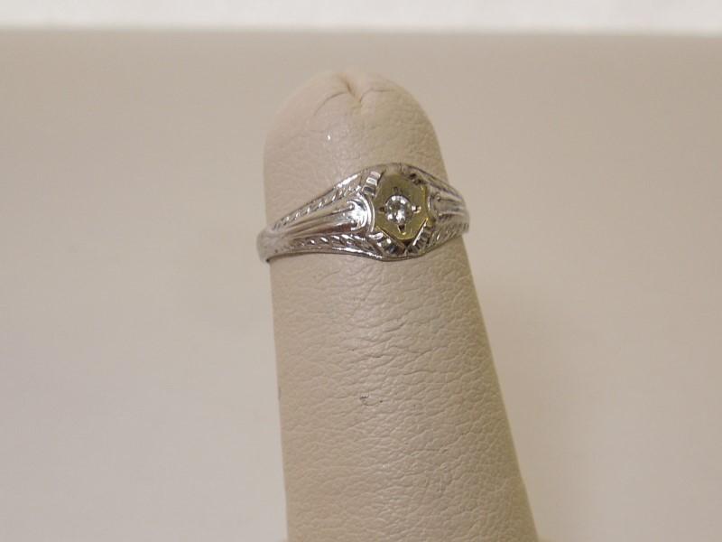 Lady's Diamond Fashion Ring .02 CT. 10K White Gold 0.8g Size:3
