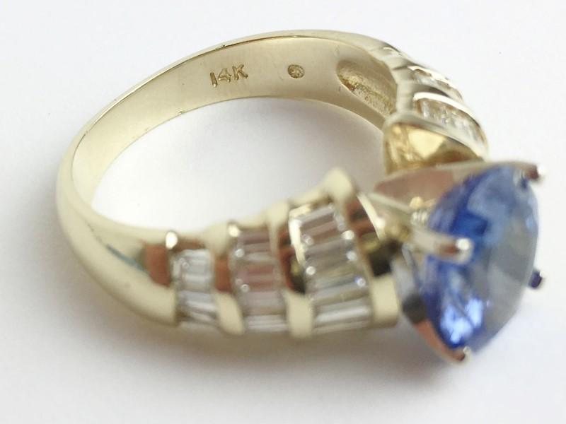 Tanzanite Lady's Stone & Diamond Ring 34 Diamonds 1.36 Carat T.W.