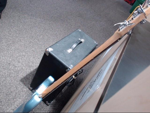 AMPEG Bass Guitar Amp BT-100