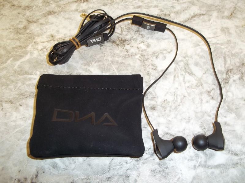 MONSTER HEADPHONES DNA