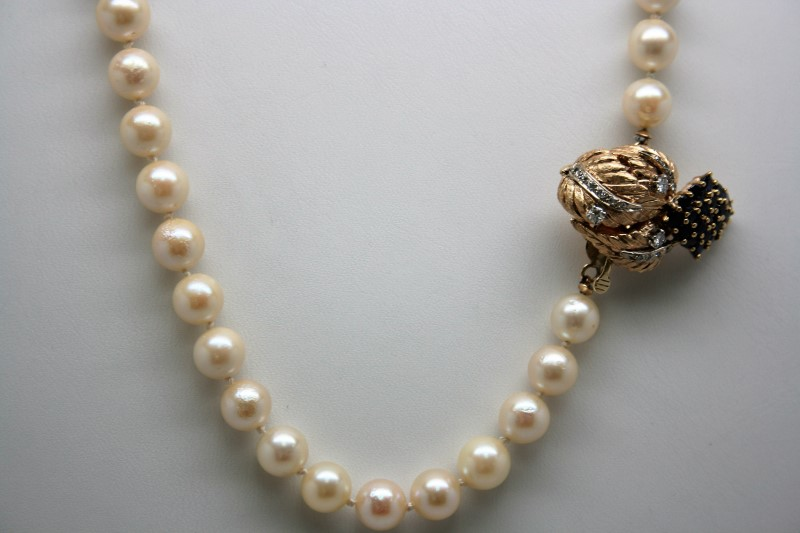 PEARL NECKLACE W/ DIAMOND & SAPPHIRE BROOCH