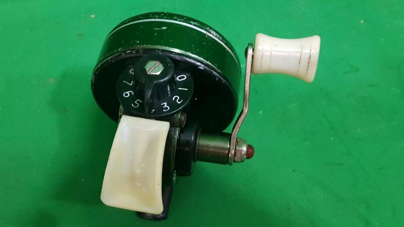 Vintage Johnson Century, Model 100 B Spin Cast Reel