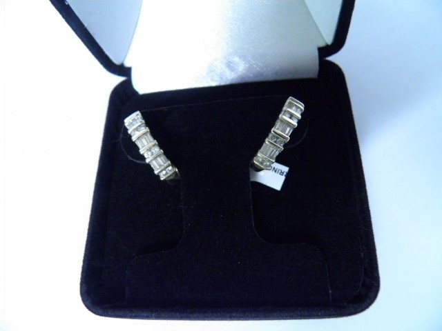 Gold-Diamond Earrings 17 Diamonds .17 Carat T.W. 14K Yellow Gold 5.7g
