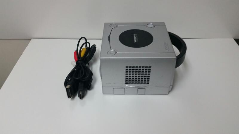 NINTENDO GAMECUBE - CONSOLE FOR PARTS *PLEASE READ*