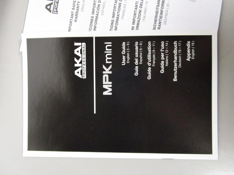 AKAI PROFESSIONAL MPK MINI COMPACT KEYBOARD AND PAD CONTROLLER, MINT