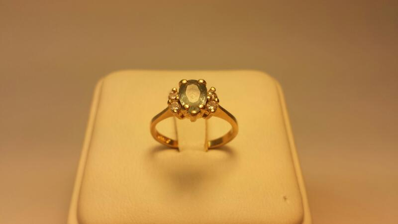 14k Ring with 1 Teal Pear Stone and 4 Diamonds .12ctw - 1.5dwt - Size 5