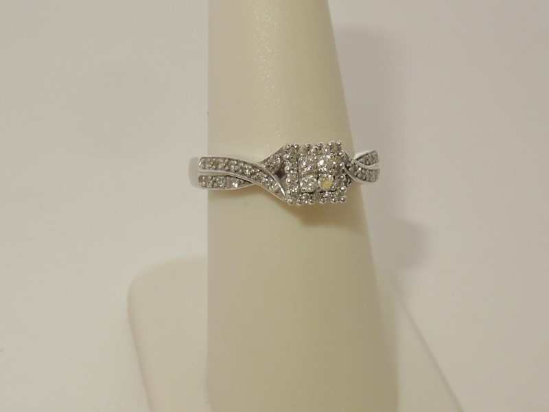 Lady's Diamond Engagement Ring 40 Diamonds .300 Carat T.W. 10K White Gold 4g