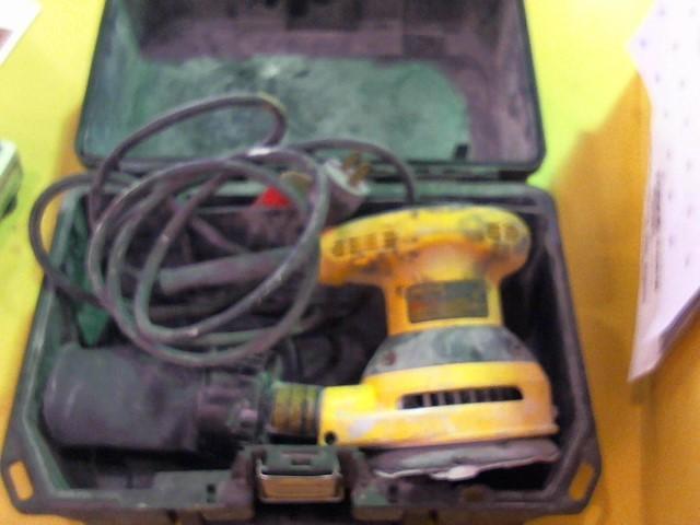 DEWALT Vibration Sander D26451
