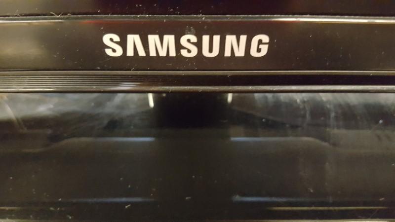 SAMSUNG Flat Panel Television UN32H5203AF