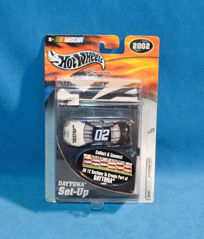 HOT WHEELS Ryan Newman #02 NASCAR Daytona Set Up Diecast Car