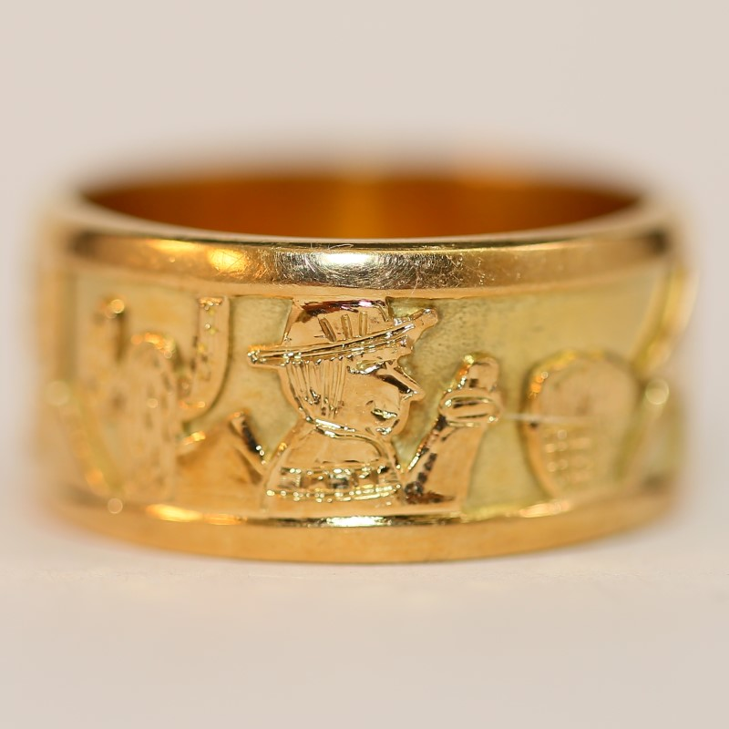 18K Yellow Gold Puruvian Landsape Ring Size 8