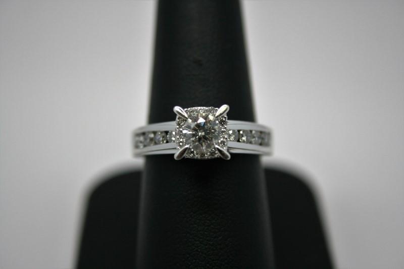 LADY'S DIAMOND ENGAGEMENT RING 18K WHITE GOLD