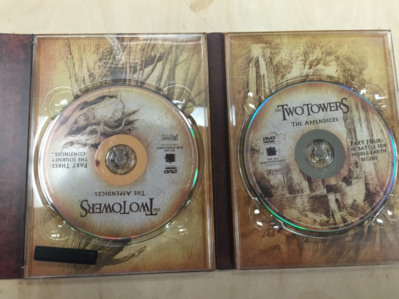 THE TWO TOWERS DVD BOX SET