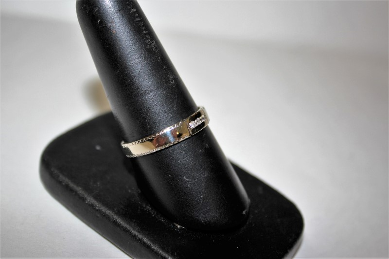 Gent's Gold-Diamond Wedding Band 3 Diamonds .03 Carat T.W. 14K White Gold 2.6g