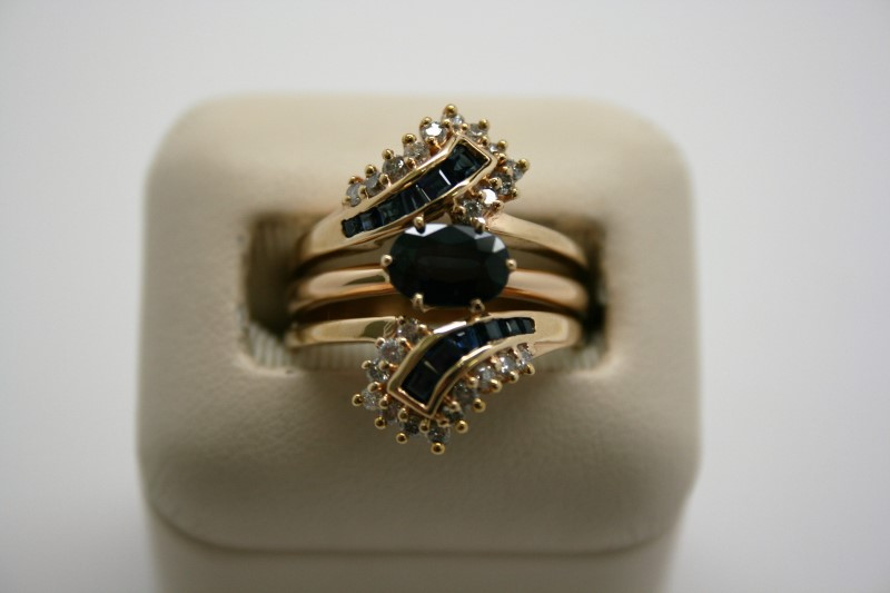 LADY'S FASHION DIAMOND & SAPPHIRE RING 14K YELLOW GOLD