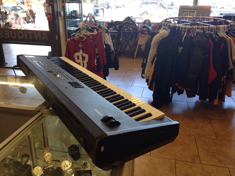 YAMAHA Keyboards/MIDI Equipment S90