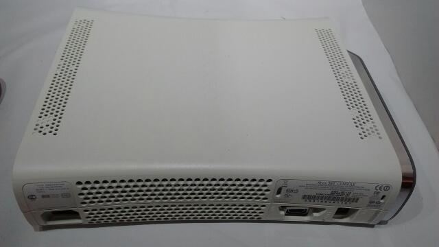 Microsoft Xbox 360 1st Gen (White) 20GB Complete