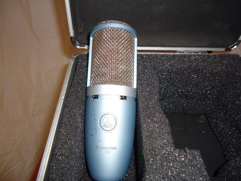 AKG Microphone PERCEPTION 220