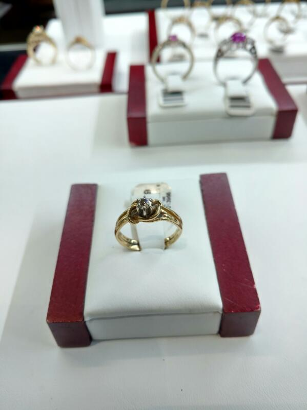 Lady's Diamond Fashion Ring .15 CT. 14K Yellow Gold 3.1g Size:6