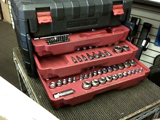 CRAFTSMAN 250 PIECE TOOL SET