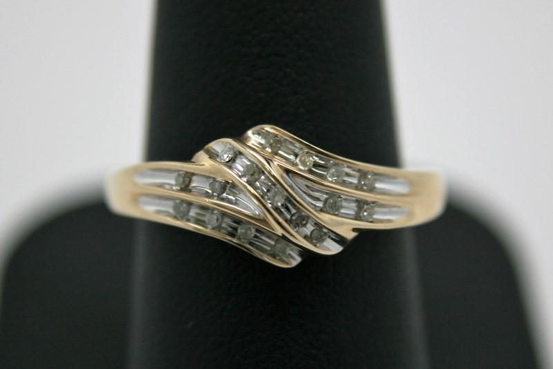 LADY'S FASHION DIAMOND RING 10K YELLOW GOLD