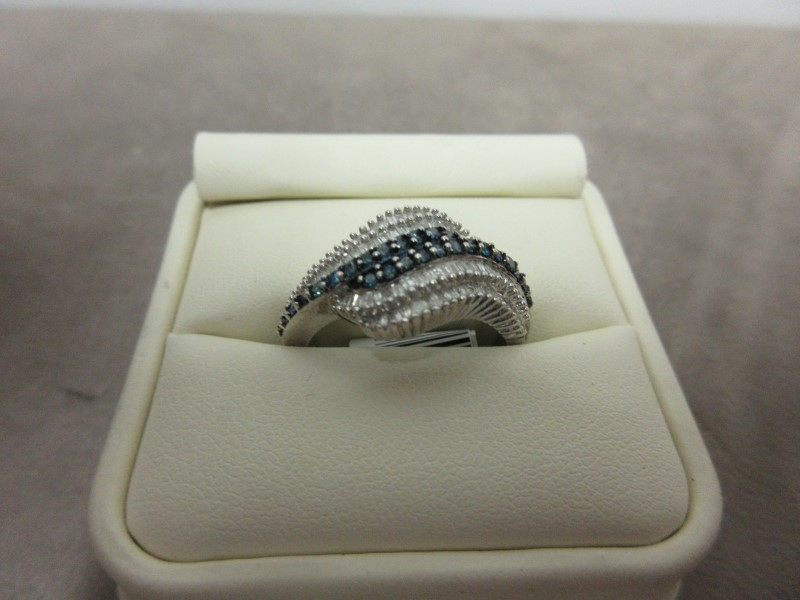 Lady's Silver-Diamond Ring 122 Diamonds 2.44 Carat T.W. 925 Silver 5.49g