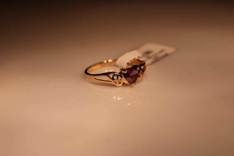 Synthetic Alexandrite Lady's Stone Ring 10K Yellow Gold 1.24g