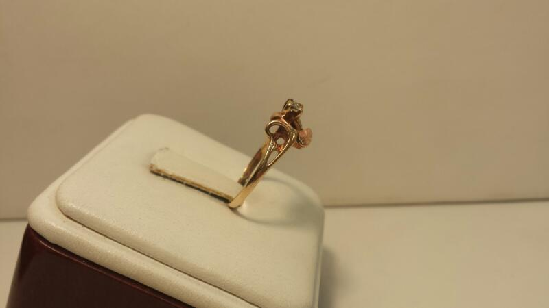 10k Rose Gold Ring with Leafs and 1 Diamond Chip - 1.3dwt - Size 7