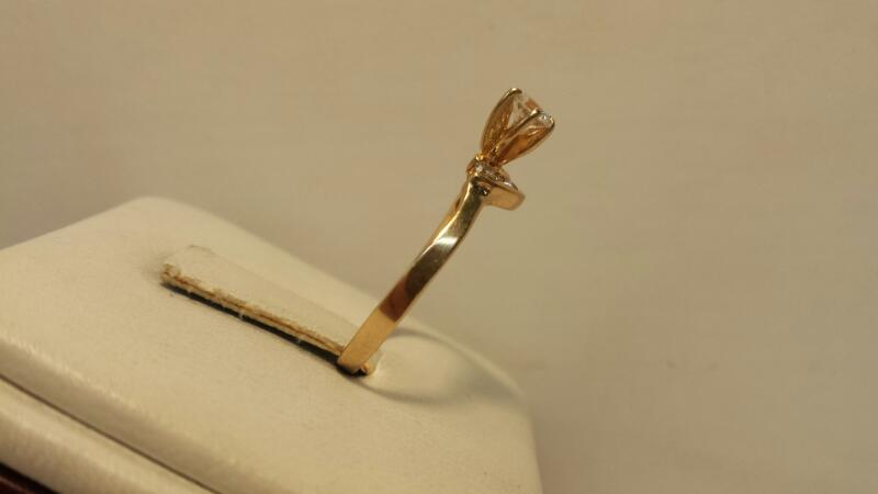 14k Yellow Gold Ring with 1 Diamond at .27ctw and 5 Diamonds at .10ctw - 1.3dwt