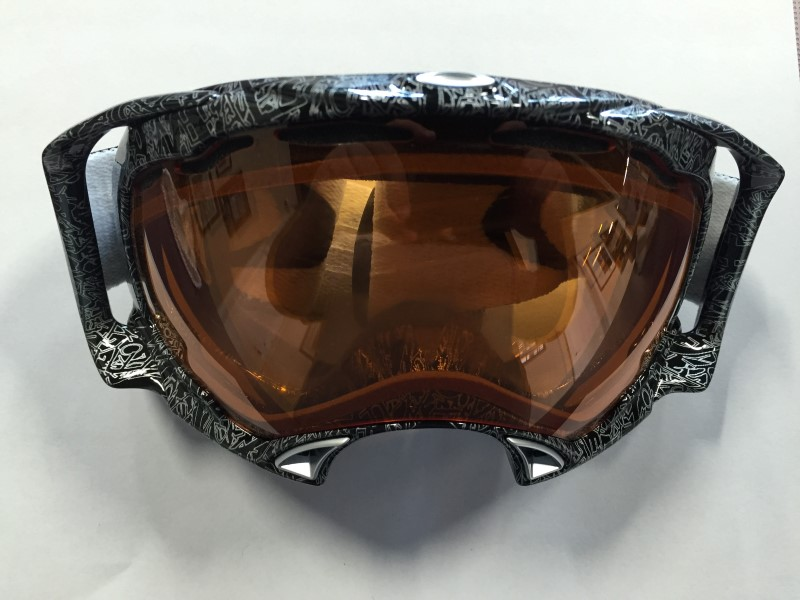 OAKLEY SHAUN WHITE SNOWBOARD GOGGLES (LENS NEEDS TO BE REPLACED)