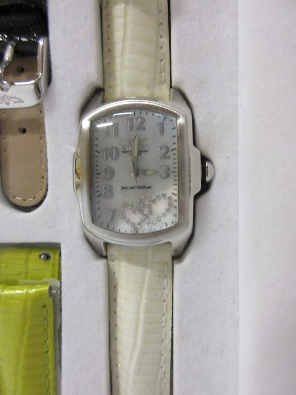 INVICTA Gent's Wristwatch WATCH WITH MULTABLE BANDS