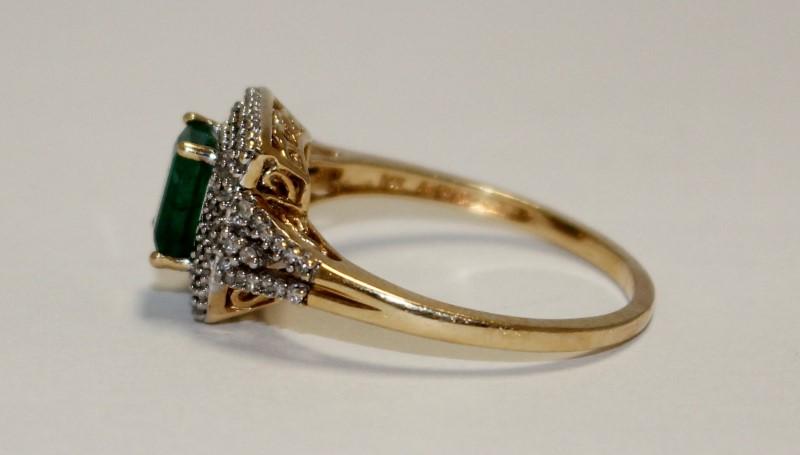 Emerald Lady's Stone Ring 14K Yellow Gold 3.6g