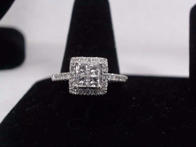 Lady's Diamond Cluster Ring 34 Diamonds 1.60 Carat T.W. 14K White Gold 3.6g