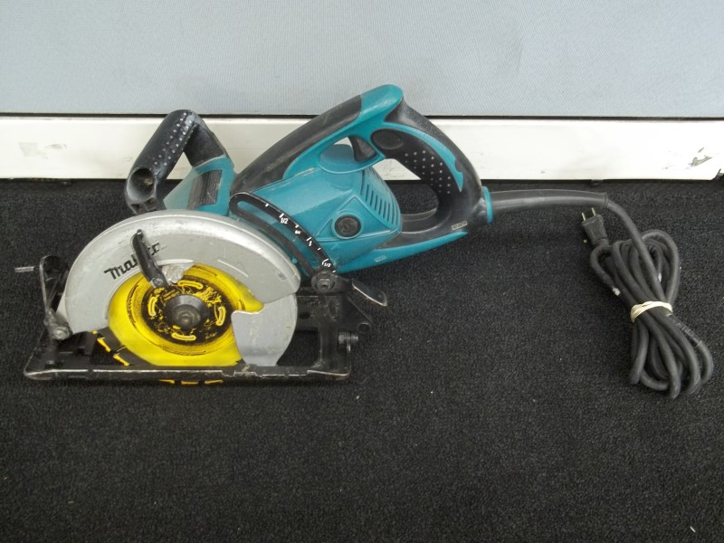 MAKITA 5477NB 15 AMP 7-1/4 IN. CORDED HYPOID SAW
