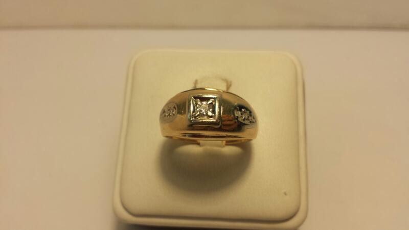 14kt Yellow Gold Ring with 7 Diamonds at .18ctw - 4dwt - Size 10
