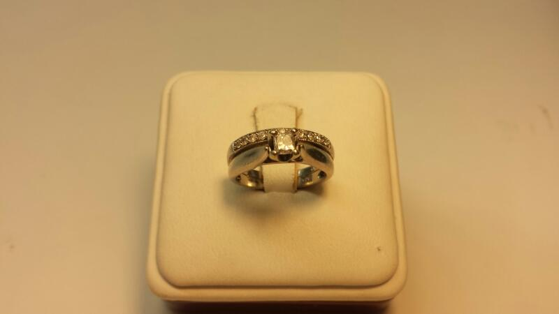14k White Gold Ring with 12 Diamonds at .40ctw - 2.6dwt - Size 5