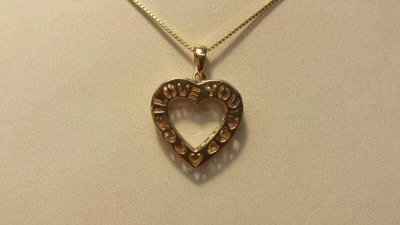 14k Yellow Gold Box Chain with Heart Pendant & 22 Diamonds at .22CTW - 2.6DWT
