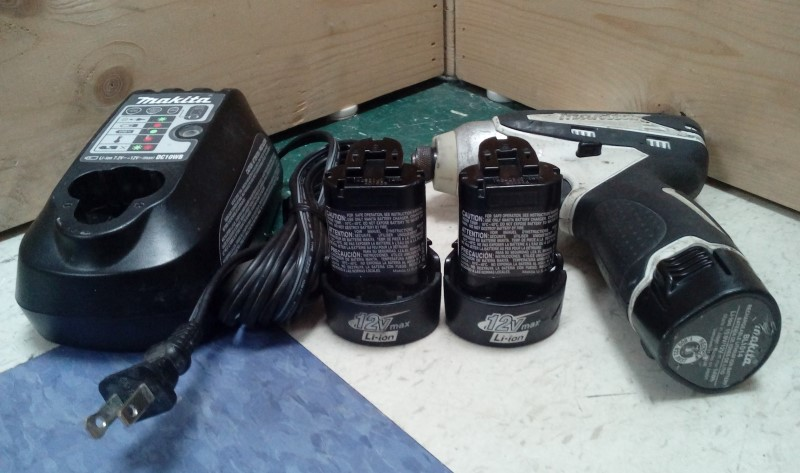 "MAKITA 1/4"" 12V CORDLESS DRILL DT01 W/ 3 12V BATTERIES"