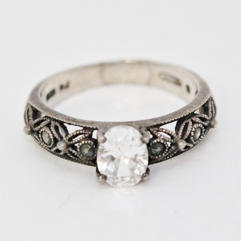 Sterling Silver Cubic Zirconia Open Work Floral Solitair Ring size 9