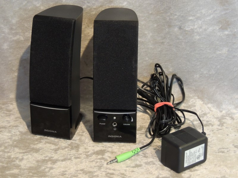 Insignia - 2.0 Stereo Computer Speaker System (2-Piece) - Black