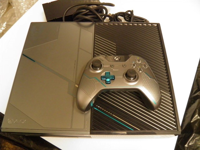 Xbox One 1TB Lmited Edition Halo 5