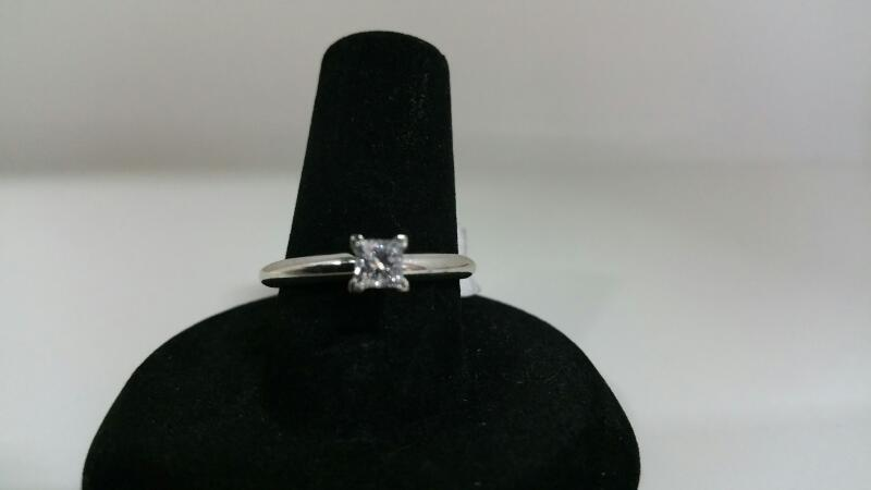 Lady's Diamond Solitaire Ring .30 CT. 14K White Gold 1.5dwt