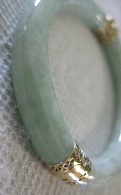 Hinged Jade & Gold Oval Bangle Bracelet 14K Yellow Gold Filigree 26.1dwt