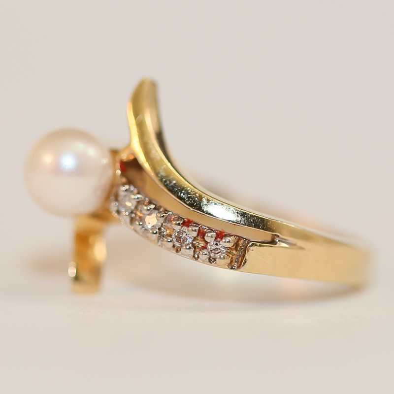 14K Yellow Gold Pearl and Diamond Ring Size 6