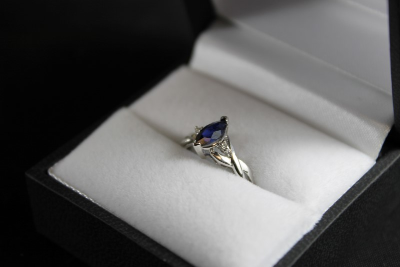 Synthetic Sapphire Lady's Stone Ring 10K White Gold 1.3g